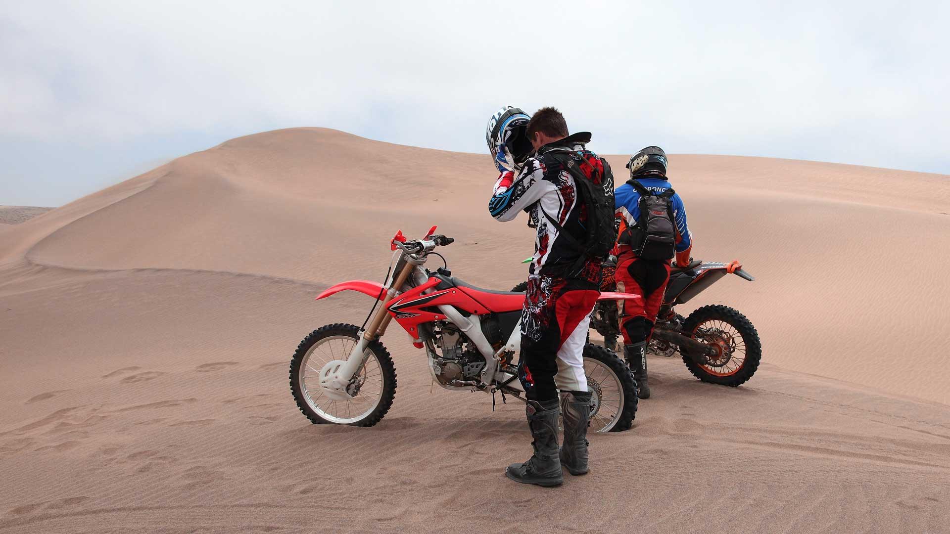 Actividades, motos en el desierto, mMarruecos.