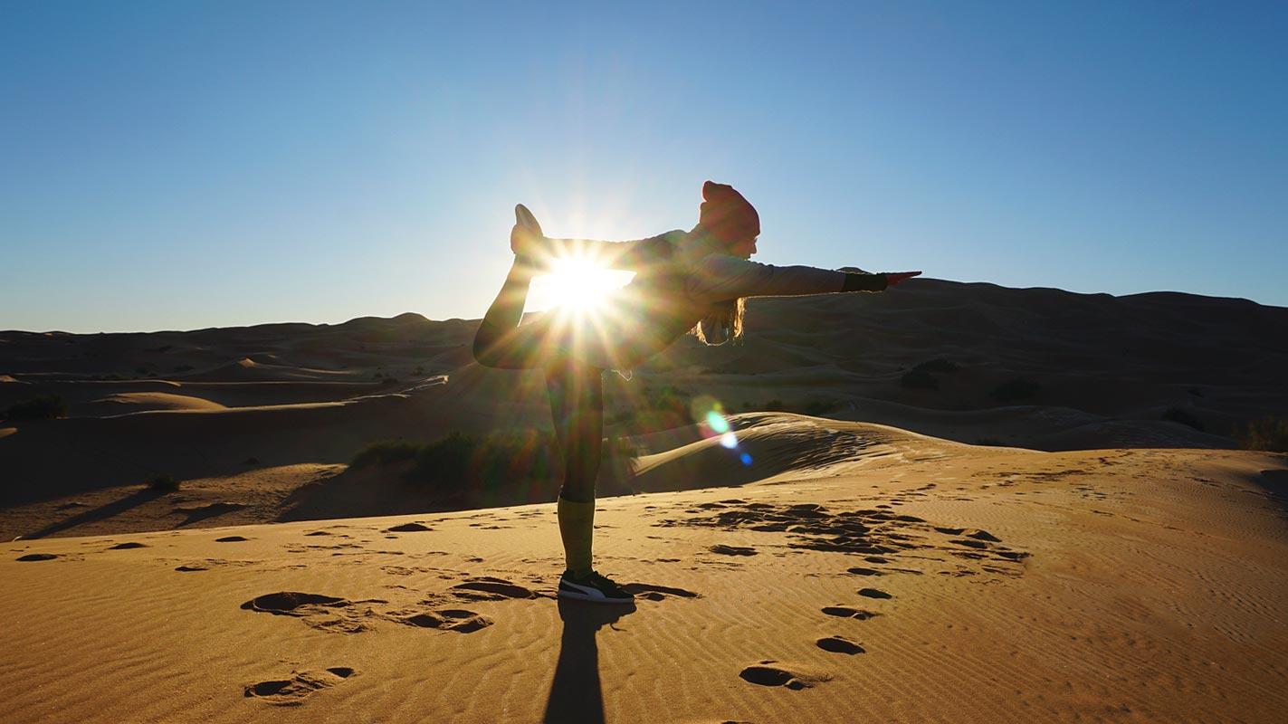 Yoga en el desierto, Marruecos.